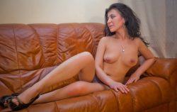 Милашка с прекрасной грудью нуждается в ласке, ищет мужчину для секса в Рязани